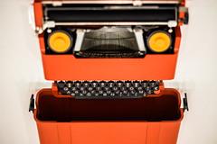 Made in Italy (*Capture the Moment*) Tags: orange typewriter museum munich münchen technology bokeh technik minimalism pinakothekdermoderne schreibmaschine 2016 minimalismus leicalenses artgalleryofmodernarts leicasummiluxm1475
