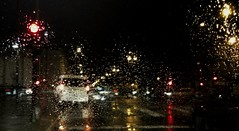 Lluvia (joseba71) Tags: urban rain noche lluvia spain semaforo nigth vitoria gasteiz vitoriagasteiz