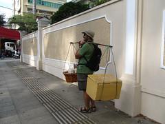 """Ho Chi Minh Ville: un nouveau porteur de boissons <a style=""""margin-left:10px; font-size:0.8em;"""" href=""""http://www.flickr.com/photos/127723101@N04/24665279995/"""" target=""""_blank"""">@flickr</a>"""