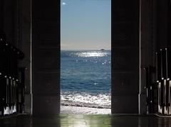 surrealismo (fotomie2009) Tags: door sea mare surrealism surreal porta portone surrealismo surreale