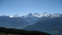Schreckhorn - Lauteraarhorn - Eiger - Mnch - Jungfrau und Thunersee in den Berner Alpen - Alps im Berner Oberland im Kanton Bern der Schweiz (chrchr_75) Tags: kantonbern kanton bern berner oberland berneroberland thunersee alpensee see lake lac s jrvi lago  albumthunersee