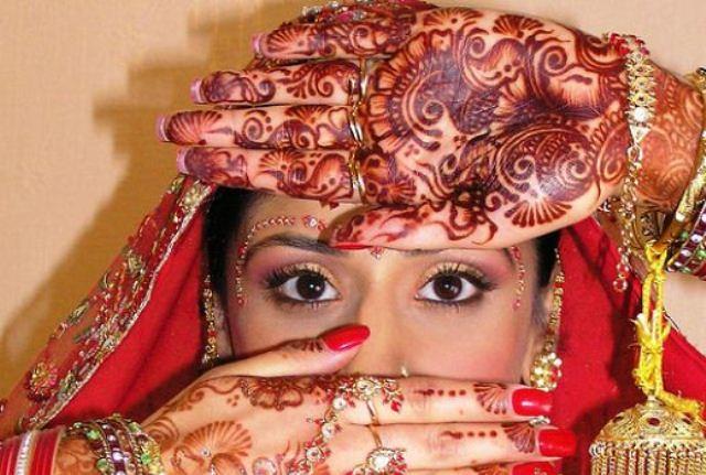 henna-bride-eyes