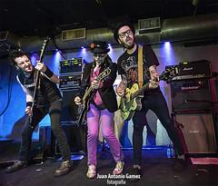 Flako Txarrena, El Drogas y Txus Marav (juan antonio gamez) Tags: bajo guitarra heavymetal slayer hardrock gretsch batera barricada polygram rockalternativo rockradicalvasco lavenganzadelaabuela eldrogas txarrena rockurbano bmgariola soua brgidoduque eugenioaristu brigiduke txusmarav malditorecords droeastwest enriquevillarrealarmendriz flakotxarrena