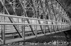 DSC_1275 (david.tomasi) Tags: italien bridge bw italy white black monochrome architecture river italia fiume bn ponte e architektur sw monochrom schwarzweiss brcke fluss alto weiss bianco nero architettura sdtirol bolzano bozen altoadige schwaz adige weis etsch schwarzweis
