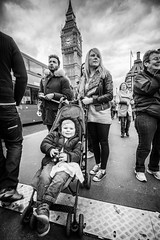 Upon Westminster Bridge (RavyDavy1980) Tags: city england london monochrome westminster blackwhite toddler streetphotography bigben wideangle westminsterbridge peoplewatching sonyalphaa77ii tamron1018