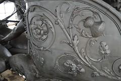 Flowers of the kingdom (Matt From London) Tags: flowers sculpture statue unitedkingdom quadriga nations constitutionarch wellingtonarch hydeparkcorner adrianjones