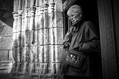 (thierrylothon) Tags: monochrome flickr lumire sony bretagne morbihan publication noirblanc personnage c1pro auray captureonepro saintgoustan phaseone streetphotogrraphy sonya7m2 fe35mmf14za fluxapple sonyzeissfe35mmf14za