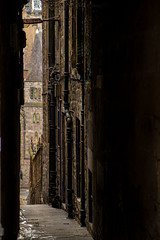 Stevenlaw's Close (Matthias-Hillen) Tags: street old city urban church way scotland town high alley edinburgh close pipes pipe kirche alleyway matthias stadt sewer kirk weg cowgate schottland hillen gasse alte enge downpipes fallrohr strase abwasserrohr stevenlaws strahmash matthiashillen