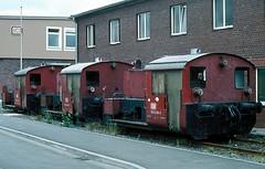 323 438  Frankfurt ( M )  xx.06.80 (w. + h. brutzer) Tags: analog train germany deutschland nikon eisenbahn railway zug trains db locomotive 323 lokomotive diesellok eisenbahnen frankfurtm kf dieselloks webru