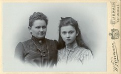 CDV Portrait of a mother & daughter - Germany - c.1900 (Patrick Bradley 70) Tags: old portrait woman girl vintage germany deutschland photo foto antique daughter victorian mother cdv cartedevisite frau mutter mdchen edwardian tochter eisenach herrmann