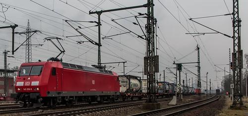 2504_2016_03_24_Oberhausen_West_DB_145_056_mit_Containerzug_Westen