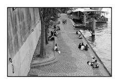 Quai de Seine n. 8 (Franco & Lia) Tags: street blackandwhite paris france noiretblanc biancoenero parigi laseine photographiederue fotografiadistrada 2485f284