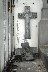mon pouse (Steph Blin) Tags: cemetery graveyard gris tomb gray 63 souvenir wife inri croix tombe cimetire tombeau caveau pouse lamonnerielemontel