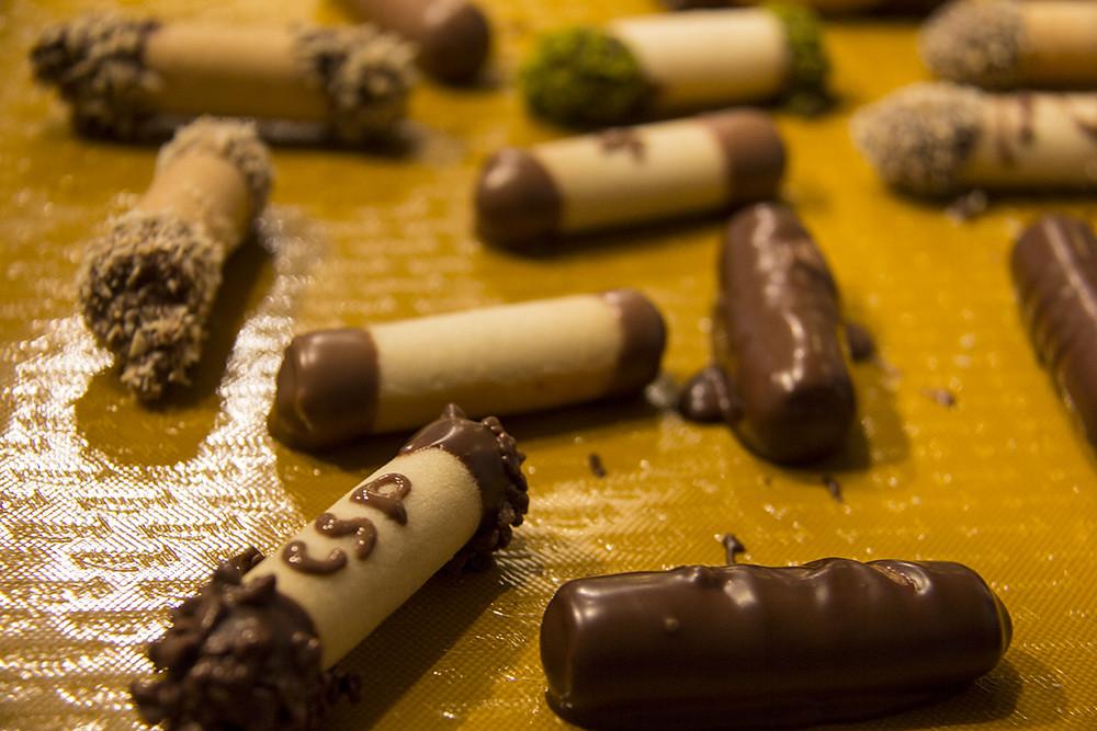 Fazendo biscoito na Kambly - canudos de bolacha recheados