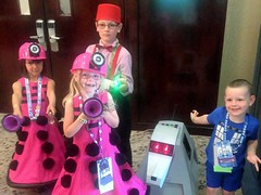 2016-04-23 11.33.06 (Munchkin Cosplay) Tags: who dr drwho dfw whovian kidscostumes whofest kidscosplay whofestdfw whofestdfw2016 dfwwhofest3