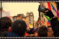 In mezzo alla gente (Colombaie) Tags: gay people rome roma italia gente pantheon glbt persone piazza ameliepoulain humanrights insieme legge ritratto mobilitazione flashmob cartelli sveglia manifestazione nazionale volantini civili senato piazzadellarotonda omosessuali folla diritti lesbiche coppie dirittiumani decreto sollevare famiglie manifestare eterosessuali banidere eventidafotografare pessone pacificamente cirinn