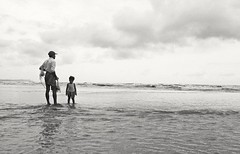 Little cute girls came fishing with his father  It's local beach of Cox's bazar, near by the inani beach. #bangladesh #naturalbangladesh #coxsbazar #fishing #girl (jowel juboraj) Tags: girl fishing bangladesh coxsbazar naturalbangladesh