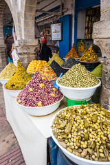 Essaouira - Shopping on Avenue Mohamed Zerktoumi (Thomas G. from U.) Tags: africa food essen market morocco maroc maghreb marketstreet essaouira marokko mogador almaghrib kingdomofmorocco northwestafrica  mogadore   thewesternkingdom asawra taurt almamlakahalmaghribiyah regionofwesternnorthafrica marrakeshsafi  313047n94611w avenuemohamedzerktoumi