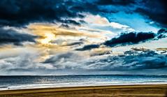 La folle course contre le temps... (Fabrice Le Coq) Tags: mer jaune soleil eau sable bleu nuage paysage vague extérieur fabricelecoq