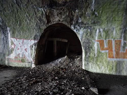 Dans l'un des principaux tunnels de la base