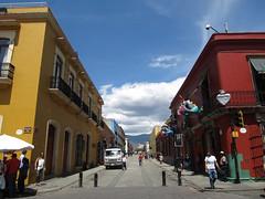 "Oaxaca: Calle Alcalá <a style=""margin-left:10px; font-size:0.8em;"" href=""http://www.flickr.com/photos/127723101@N04/25540686651/"" target=""_blank"">@flickr</a>"