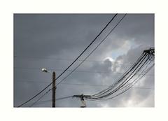 Et ainsi de suite... (hlne chantemerle) Tags: panorama france gris divers fil communication extrieur vue paysages objets ciels pylone urbains photographies nuageux rseaux electricit mobilierurbain photosderue