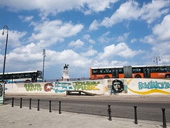 _R053040 (guillermo.d) Tags: color bus statue havana cuba che habana estatua malecn grd