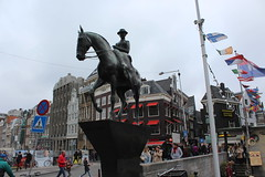 Equestrian statue of Queen Wilhelmina (Davydutchy) Tags: city sculpture holland netherlands amsterdam statue march centre nederland stadtmitte queen reine paysbas centrum equestrian theresia sculptor standbeeld beeld niederlande denkmal wilhelmina knigin 2016 rokin koningin ruiterstandbeeld vanderpant