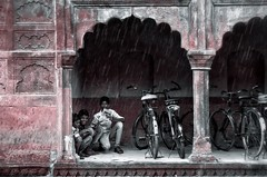 Red Rain (L▲iv ©) Tags: red india rain bike children nikon tajmahal agra rajasthan laivphoto