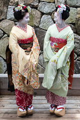 (byzanceblue) Tags: portrait cute beauty kyoto sister maiko geisha   kimono pontocho  hanamachi          ichiteru  gagai ichinofunairi ichiaya