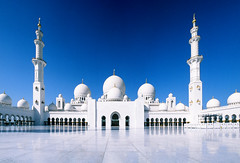 Grand Mosque - Velvia 50 Panorama (magnus.joensson) Tags: panorama analog zeiss fuji 28mm grand mosque contax velvia zayed arabia 50 abu dhabi e6 sheikh rx distagon