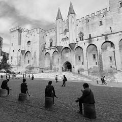Touristes sur plots (Marcello Largoghibli) Tags: france des palais avignon provencealpesctedazur ppes