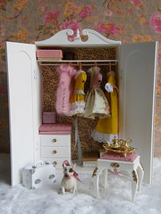 Marx Wardrobe (Cossette...) Tags: dog doll furniture marx blythe wardrobe stool rement bullterrier pedigree sindy cossette repainted 16scale vanitystool