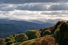 Lejana (ccc.39) Tags: rboles asturias oviedo cordillera montes rayosdesol prados naranco nuboso lejana abigfave