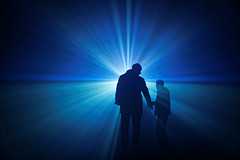 Come into the light (Guillaume DELEBARRE (Guigui-Lille)) Tags: blue light colors canon 50mm fantastic couleurs silhouettes sciencefiction rays rayons raysoflight f12 50f12 canoneos6d