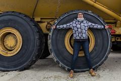 My Divine Proportion (gaetan.vandenbroucke) Tags: jaune canon femme elle band camion yelow proportion geel pneu rond zij vrowen sigmaartlenses gaetanvandenbroucke sigma1835mmsigmaartlenses