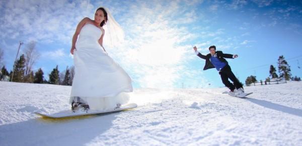 """""""Goana"""" după îndrăgostiţi la Braşov: De la zbor în doi, la dansuri în clăpari şi serenade la karaoke"""