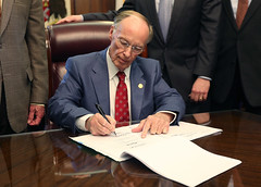 02-25-2016 Signing of HB174 - Alabama Uniform Minimum Wage and Right to Work Act
