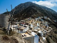 Village haut perch (sebastien.sosa) Tags: voyage montagne moulin village greece ciel nuage grce hlice