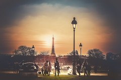 Paris, Tour Eiffel (Luc Mercelis) Tags: sunset sun paris france streetlight ledefrance streetlights fr minoltaprimelens sonyslt77v minoltaprimelens50mm