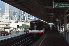 Thailand - Bangkok - Saphan Taksin (railasia) Tags: 2001 station thailand bangkok platform siemens infra turning bts saphantaksin emu3 silomline metrosubwayunderground routenº2