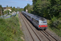 Intercits Nantes > Bordeaux  Cubzac-les-Ponts (Christian Fincato) Tags: les train diesel bordeaux locomotive bb nantes ponts ligne sncf corail 67000 multiservice 67400 cubzac intercits cubzaclesponts 67500 rnoves