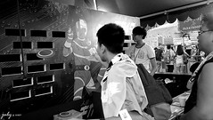 DSC_1095psaJZ (七 月) Tags: hk hongkong snapshot 香港 kowloon 九龍 街景 人像 人文 外拍 街拍 攝影 抓拍 黑白照片 kln 外影 紀實 拍攝 荔園 外攝