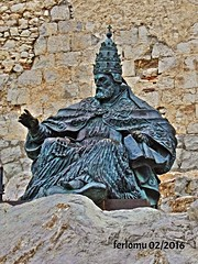 Castelln. PEISCOLA 19 Papa Luna. Benedicto XIII (ferlomu) Tags: escultura estatua castellon peiscola benedicto xiii papaluna ferlomu