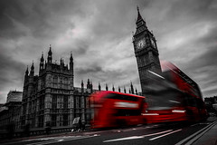 London Bus (Grgory Tonon) Tags: longexposure red london unitedkingdom bigben desaturation londres fujifilm desaturate 14mm xt1 poselente
