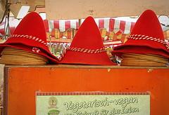 COPRICAPI VEGANI. (Skiappa.....v.i.p. (Volentieri In Pensione)) Tags: lumix panasonic feltro rosso germania tedesco copricapi berretti skiappa