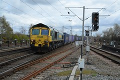"Freightliner Class 66/5, 66510 (37190 ""Dalzell"") Tags: gm shed fred northwestern wigan greenyellow generalmotors freightliner class66 66510 class665"