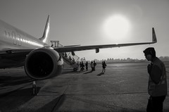 Attention crew! Authorized boarding...Rio de Janeiro destination, Brazil. (Marcos Jerlich) Tags: light monochrome contrast canon airplane airport naturallight boeing boeing737 saopaulocity monocromatico congonhasairport canon700d canont5i marcosjerlich