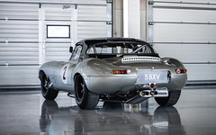 Joaquin Folch-Rusinol - 1962 Jaguar E-Type at the 2016 Silverstone Classic Media Day (Photo 1) (Dave Adams Automotive Images) Tags: joaquin silverstone jaguar 1962 etype daveadams mediaday silverstoneclassic daai davidhobbs 1962jaguaretype brucemclaren folchrusinol joaquinfolchrusinol 3bxv wwwdaaicouk davedaaicouk 20160427 peterberryracingteam
