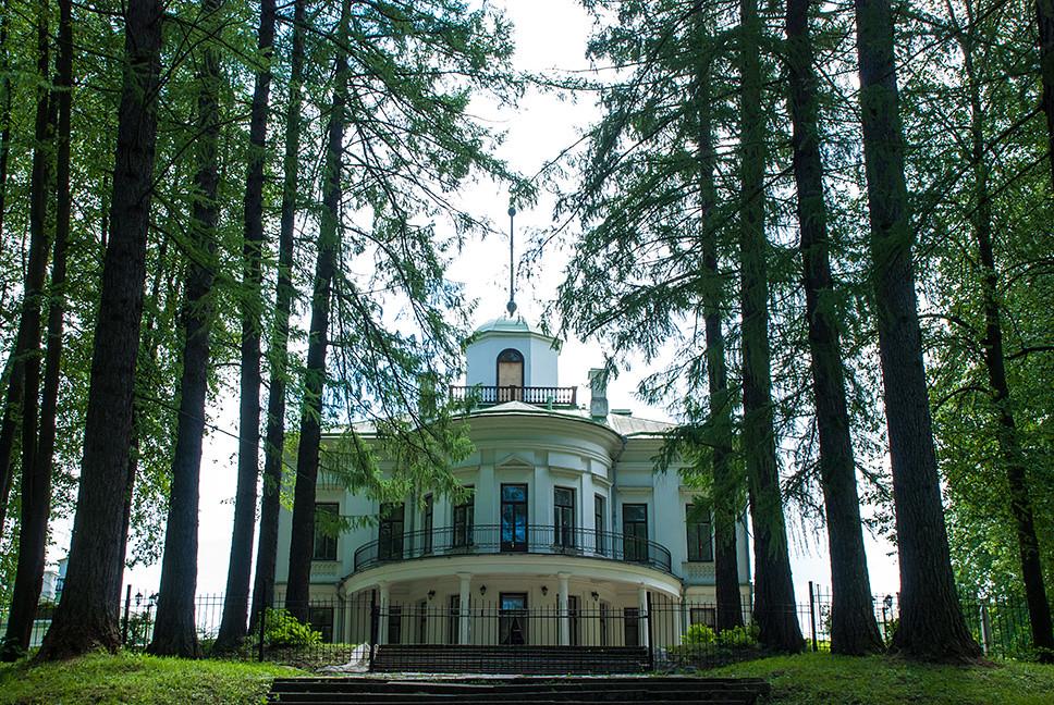 фото: Главный дом усадьбы Середниково